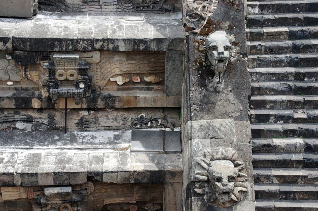 Templo temple de Quetzalcóatl Teotihuacan pyramide