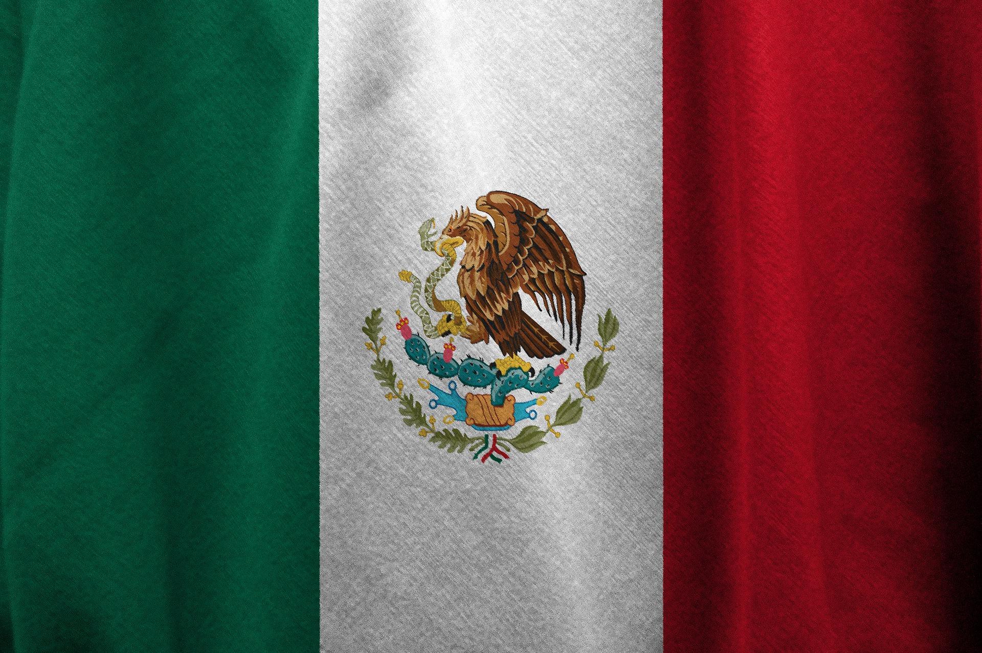 drapeau mexicain vert blanc rouge