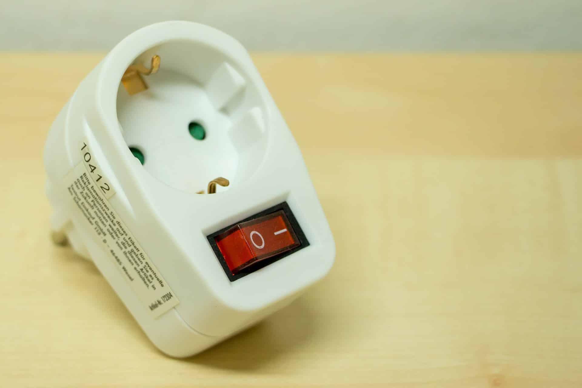 Adaptateur prise électrique universel international