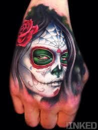 tatouage santa muerte sur la main