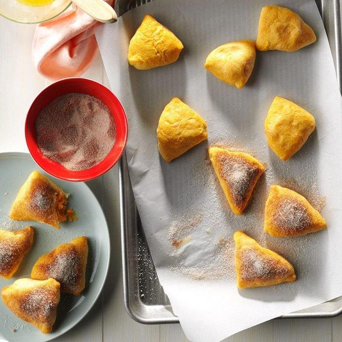 Pâtisseries de patates douces à la cannelle et au sucre