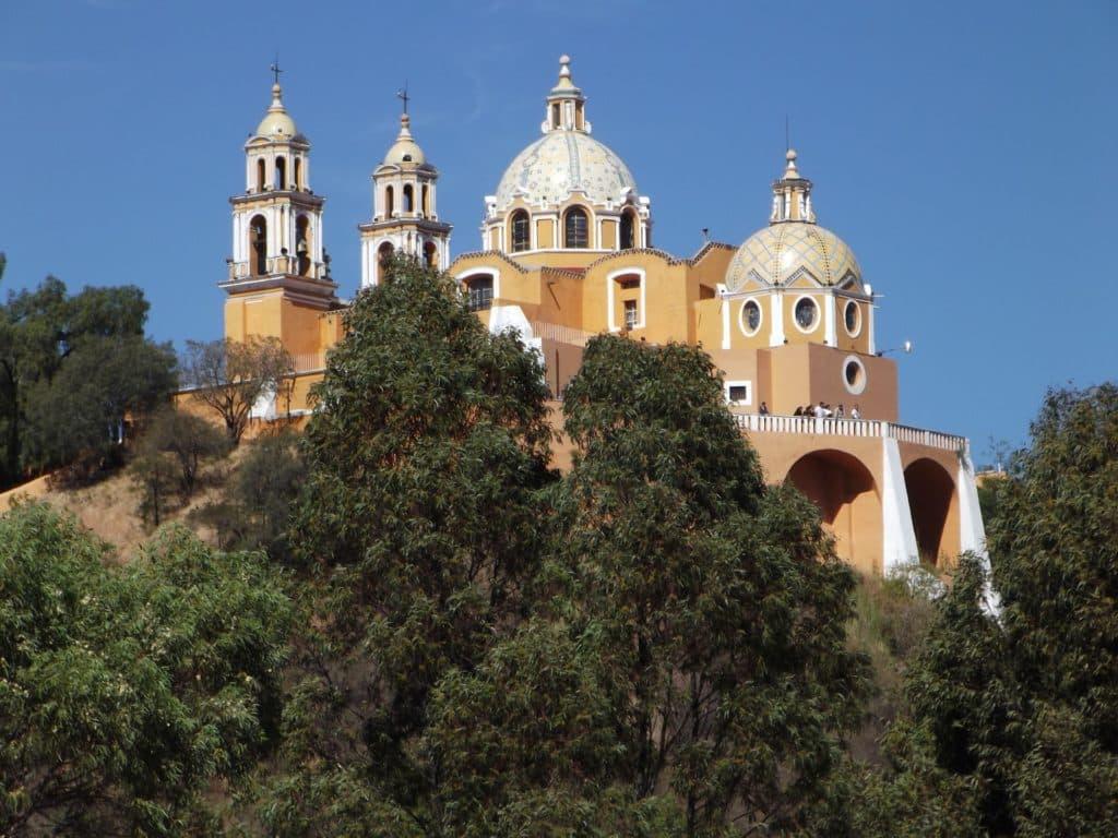 Cholula : Église et pyramide