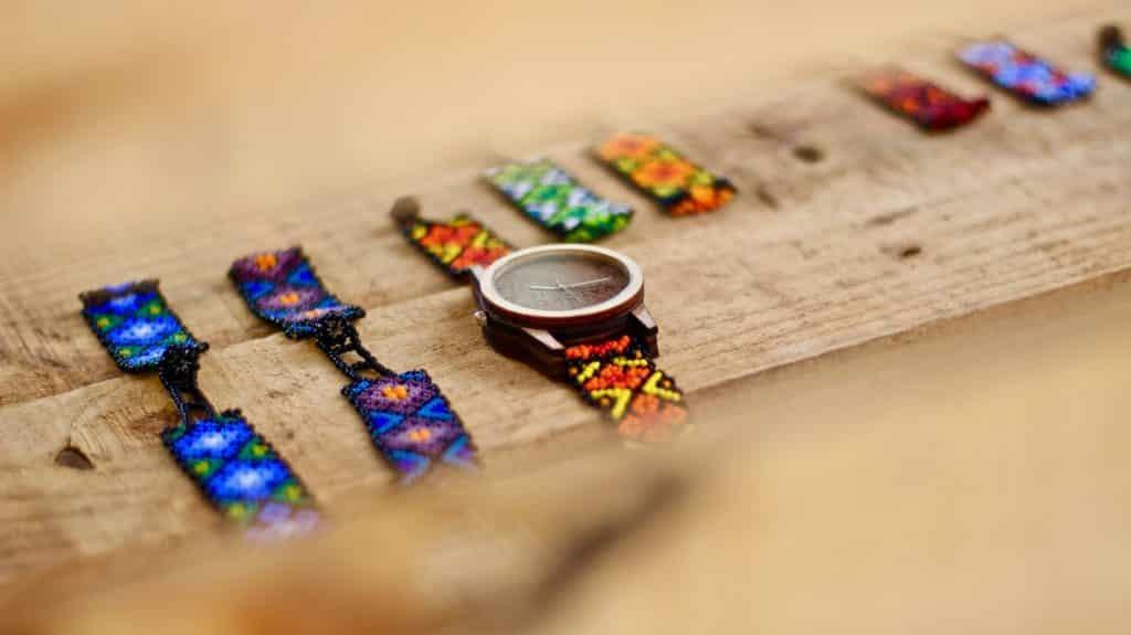 Les bracelets mexicains tissés du peuple Huichol