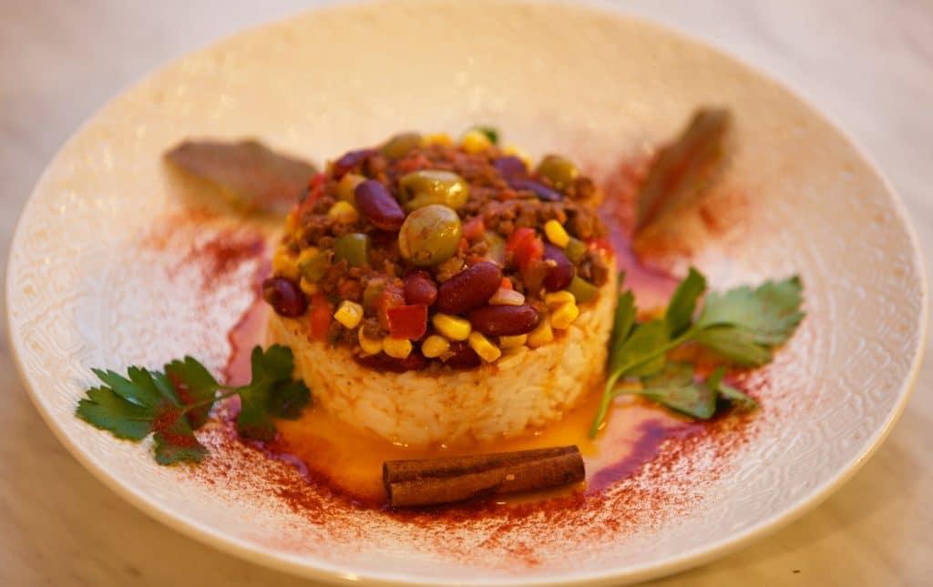Chili con carne avec riz blanc